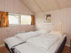 Four-Bedroom Holiday home in Hemmet 2, Nyaralók  Hemmet - big - 2