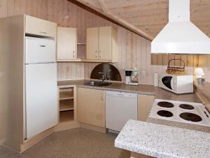 Four-Bedroom Holiday home in Hemmet 2, Nyaralók  Hemmet - big - 6