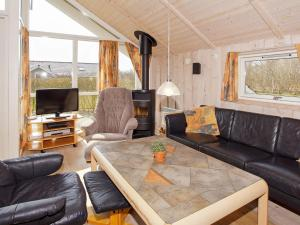 Four-Bedroom Holiday home in Hemmet 2, Nyaralók  Hemmet - big - 8