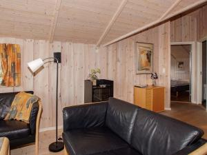 Four-Bedroom Holiday home in Hemmet 2, Nyaralók  Hemmet - big - 9