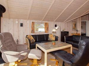 Four-Bedroom Holiday home in Hemmet 2, Nyaralók  Hemmet - big - 11