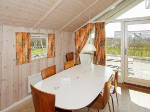 Four-Bedroom Holiday home in Hemmet 2, Nyaralók  Hemmet - big - 13