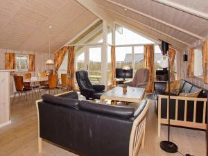Four-Bedroom Holiday home in Hemmet 2, Nyaralók  Hemmet - big - 14