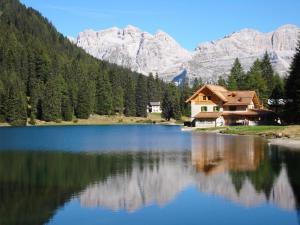 Rifugio Lago Nambino - AbcAlberghi.com