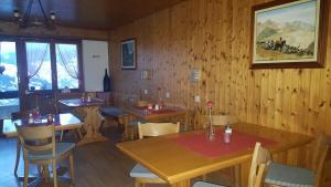 Pension Kastel, Bed & Breakfast  Zeneggen - big - 17