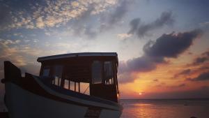 Local Travel Beach, Гостевые дома  Хангнаамеедхоо - big - 43