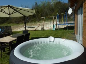 Villa Les Roses Noires, Case vacanze  Singleyrac - big - 11