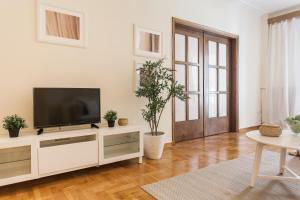 Constantine apartments, Apartments  Athens - big - 10