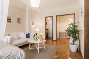 Constantine apartments, Apartments  Athens - big - 8