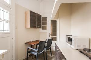 Constantine apartments, Apartments  Athens - big - 24
