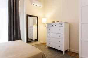 Constantine apartments, Apartments  Athens - big - 32