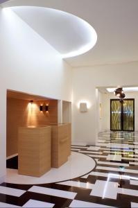 Hotel Marignan Champs-Elysées, Отели  Париж - big - 75