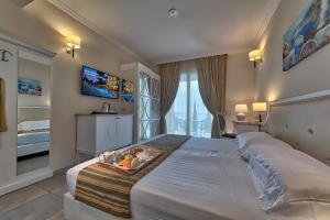 Hotel Excelsior Le Terrazze, Garda, Italy   J2Ski