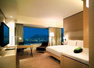 Pokoj s manželskou postelí King, chytrým telefonem a výhledem na přístav