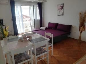 Apartments and Rooms Sara, Vendégházak  Petrčane - big - 12
