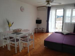 Apartments and Rooms Sara, Vendégházak  Petrčane - big - 7