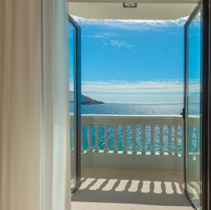 Twin Room with Sea View & Terrace