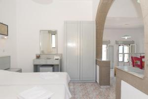 Captain Manos Studio Apartments, Apartments  Grikos - big - 34