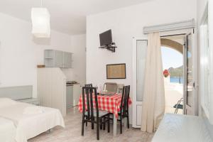 Captain Manos Studio Apartments, Apartments  Grikos - big - 19