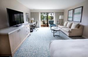 King Room with Balcony or Patio and Partial Ocean View