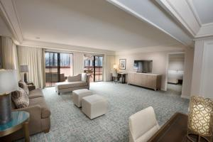 One-Bedroom King Suite with Ocean View - Hearing Accessible