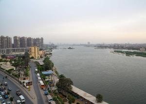 Condo by the Nile, Apartments  Cairo - big - 12