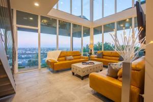 Sunrise Estate - Five Bedroom Estate, Nyaralók  San Diego - big - 1