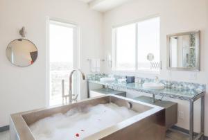 Sunrise Estate - Five Bedroom Estate, Nyaralók  San Diego - big - 29