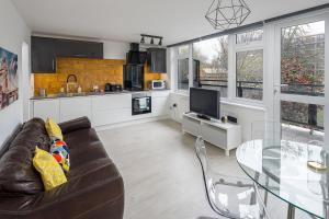 Bright and Modern 4Bed 2Bath 2Mins to Tube