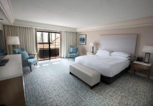 Junior King Suite with Seating Area
