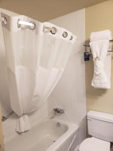 Travelodge Whitecourt, Hotely  Whitecourt - big - 5