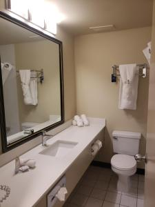 Travelodge by Wyndham Whitecourt, Szállodák  Whitecourt - big - 8