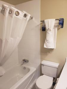 Travelodge Whitecourt, Hotely  Whitecourt - big - 13