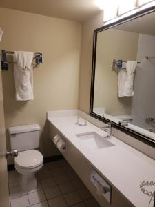 Travelodge by Wyndham Whitecourt, Szállodák  Whitecourt - big - 13