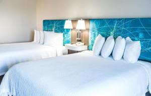 Queen Room with Two Queen Beds - Partial Ocean View