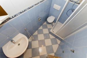 Dvosobni apartman s pogledom na more BRSLAV-A1, Апартаменты  Брела - big - 16