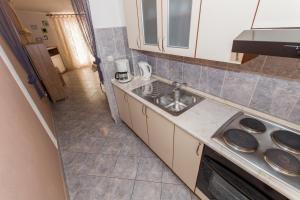 Dvosobni apartman s pogledom na more BRSLAV-A1, Апартаменты  Брела - big - 15