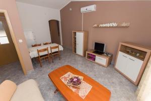 Dvosobni apartman s pogledom na more BRSLAV-A1, Ferienwohnungen  Brela - big - 14