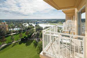 Resort View, Club level, Guest room, 1 King, High floor