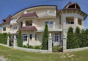 Hegyi Panzió, Guest houses  Hévíz - big - 1