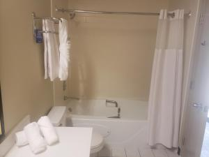 Travelodge Whitecourt, Hotely  Whitecourt - big - 25