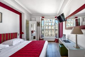 Double Room with View on the Arc de Triomphe