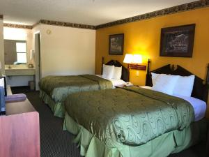 Clairmont Inn and Suites - Warren