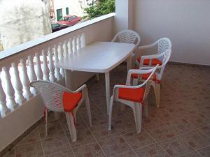 Apartment Pirovac 15271b