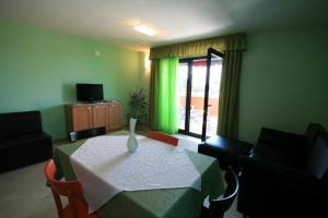 Villa Egida Capris, Апартаменты  Ловречица - big - 8