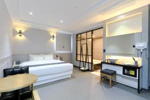 City Hotel G&G, Отели  Пусан - big - 25