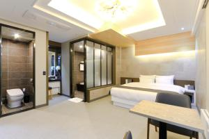 City Hotel G&G, Отели  Пусан - big - 34