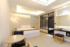 City Hotel G&G, Отели  Пусан - big - 35
