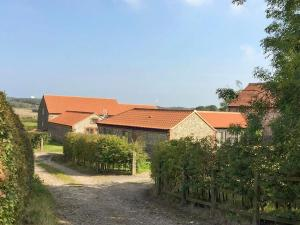 Courtyard Barn, Case vacanze  Trunch - big - 1