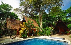 Howler Monkey Hotel, Cabuya
